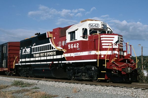 NS EMD GP38-2 #5642 First Responders Livery