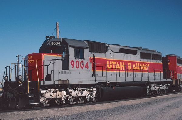 UTAH EMD SD40 #9004 conductor side