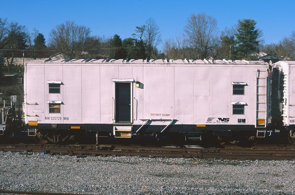 NW Bunk Car #525729MW